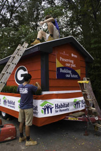 Ben & Sam, German exchange volunteers, work on the homecoming float
